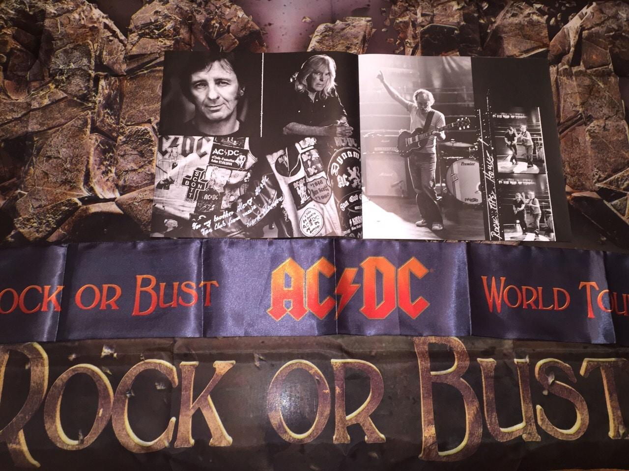 Из коллекции президента фан-клуба AC/DC в России