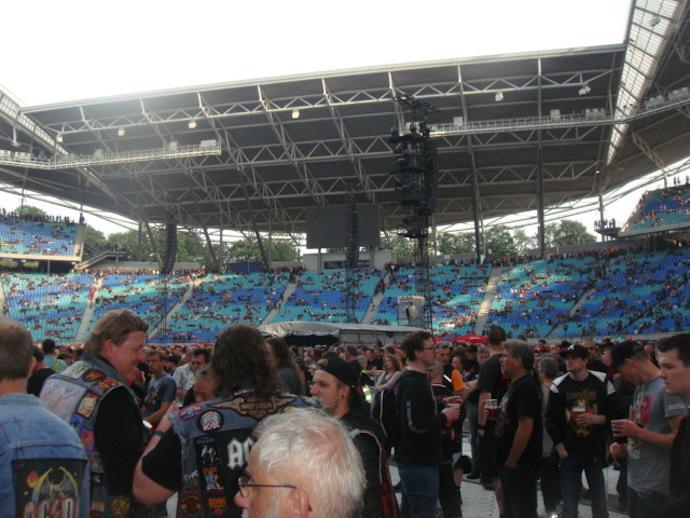 фан-клубу AC/DC в России 5 лет