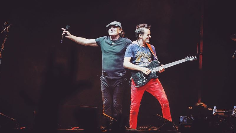 Брайан Джонсон спел с Muse