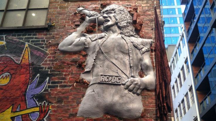 Памятник Бону Скотту
