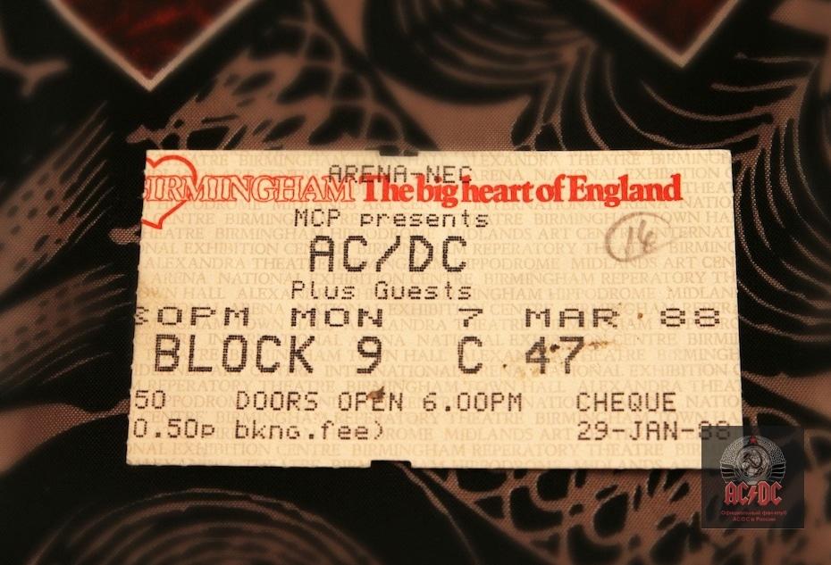 Билет с тура в поддержку Blow Up Your Video из коллекции президента фан-клуба